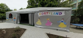 Fortyland exterior